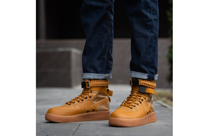 Мужские кроссовки Спешл Филд  (коричневые)